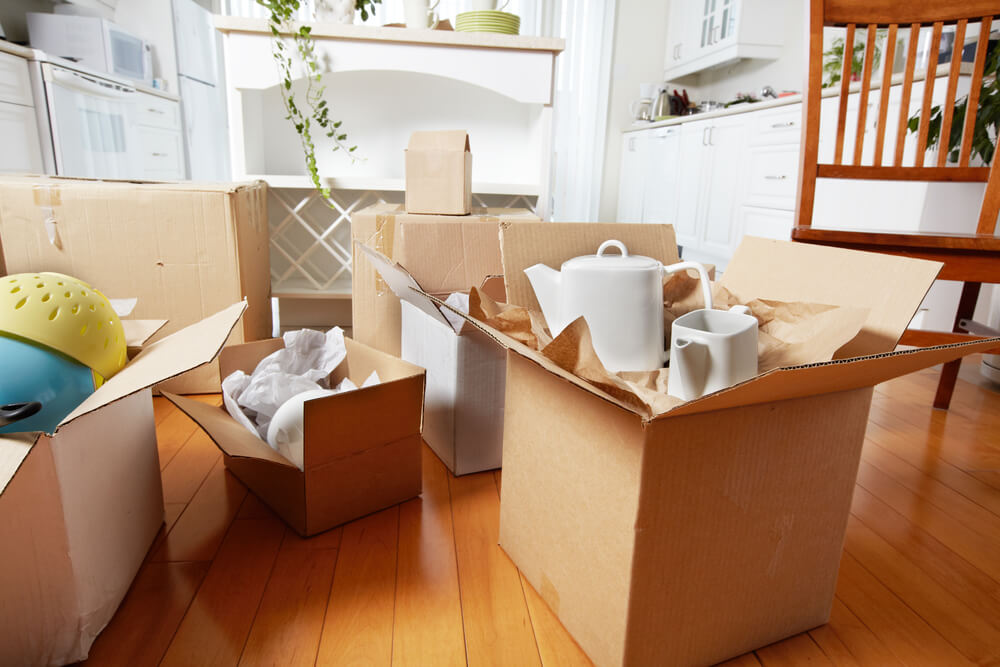 How to Pack Kitchen Items and Store Them for Moving